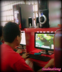 The League of Legends is usually played by most of the users of the Peso-net specifically the males.